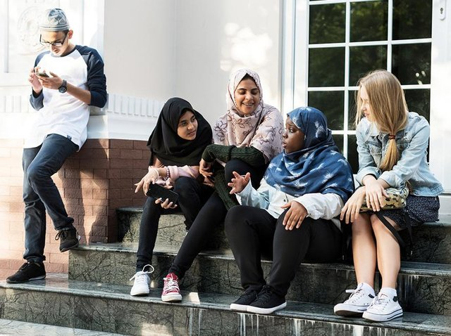 Two teams that have been providing mental health support to children within education settings have been praised for breaking down barriers and providing vital support.