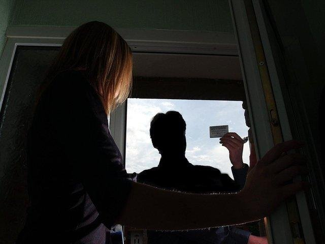 Homeowners in Lancashire have been conned out of thousands of pounds by cold callers who offer to do jobs, but never finish them or fail to return